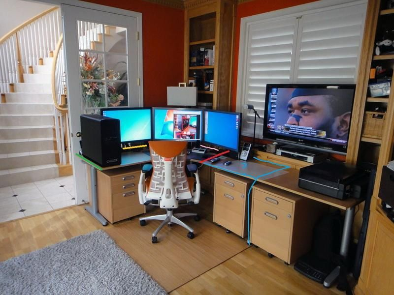 Modern corner desk ikea game cave pinterest modern for Bureau gamer ikea