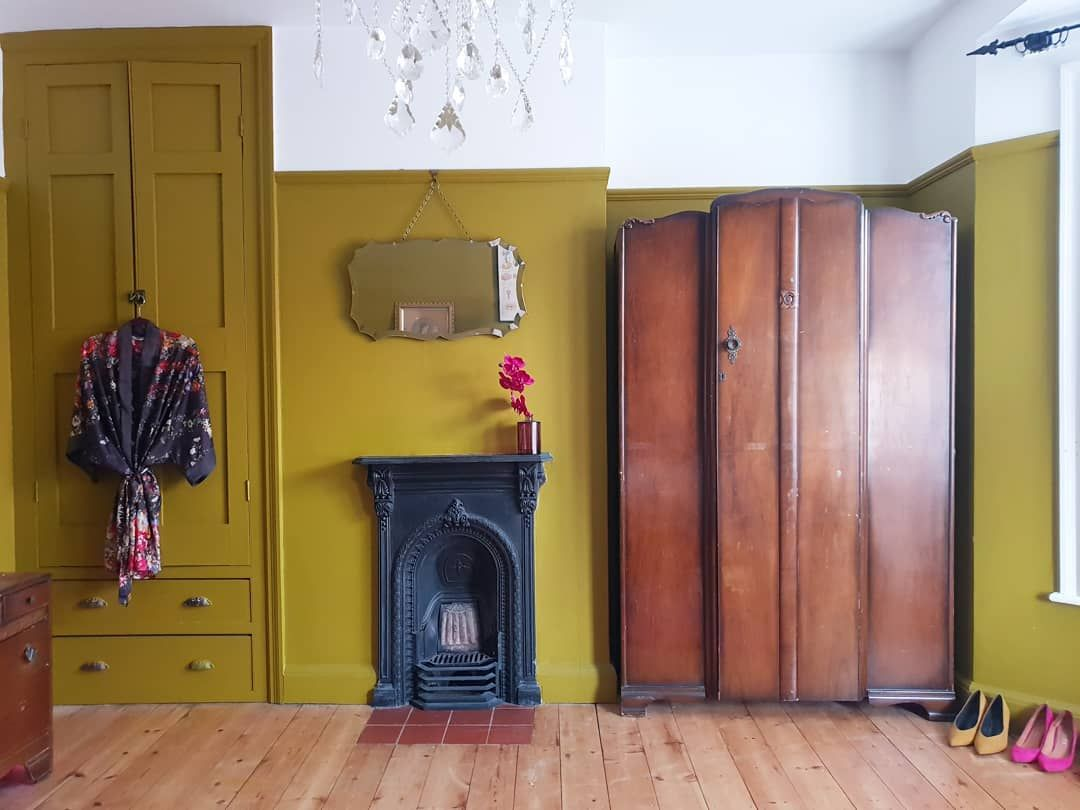 "Doris_and_Grace on Instagram: ""Sunday Vintage ... #spotlightonmyhome #walltowallstyle #myinteriorstyletoday #myperiodhomestyle #bedroomstyling #interiordetails…"""
