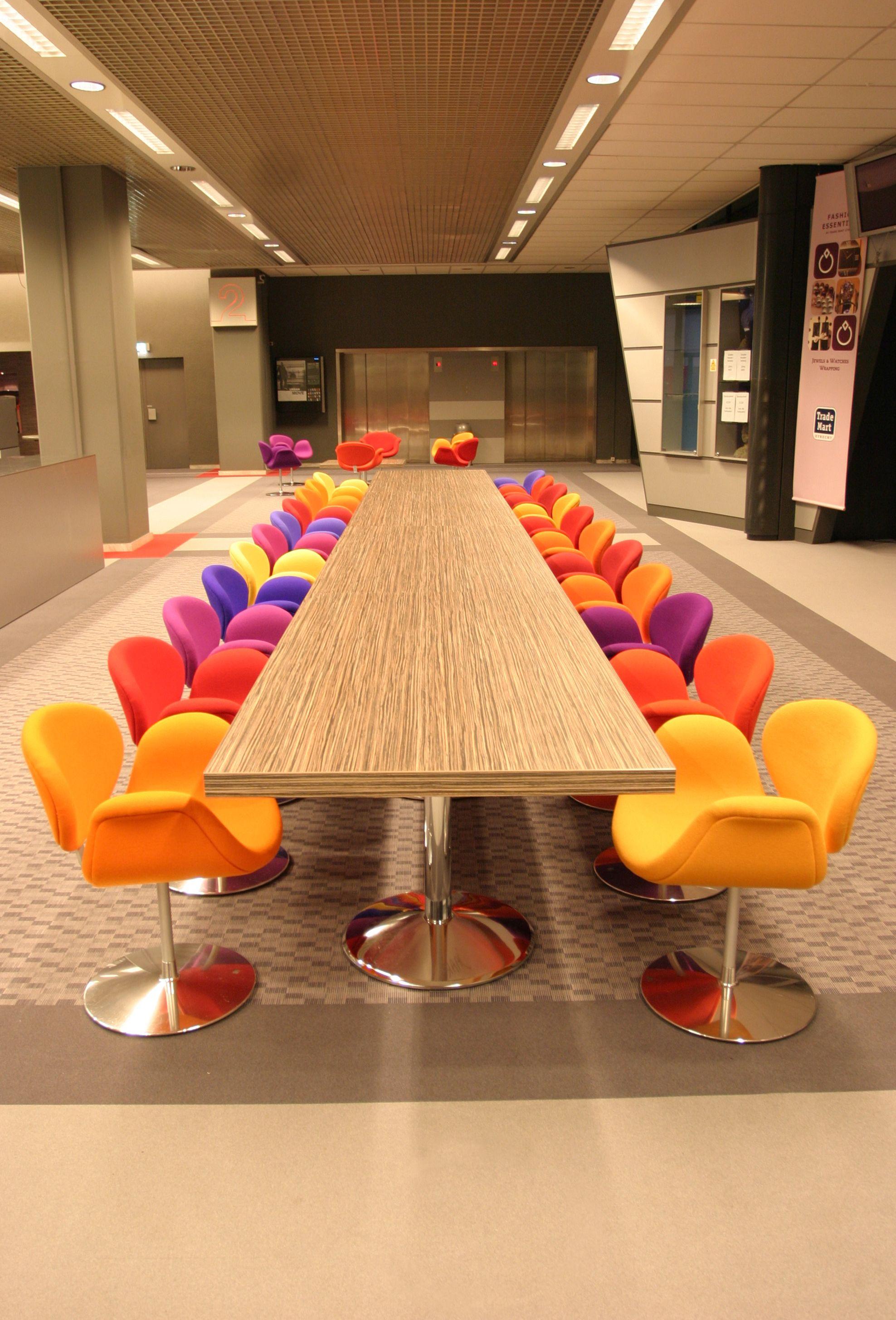 Artifort Design Salontafel.Project Trade Mart Utrecht Nl Little Tulip Chairs By Pierre