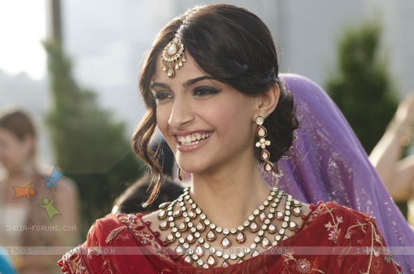 Sonam Kapoor In The Movie Thank You Saree Hairstyles Indian Wedding Hairstyles Indian Bridal Hairstyles