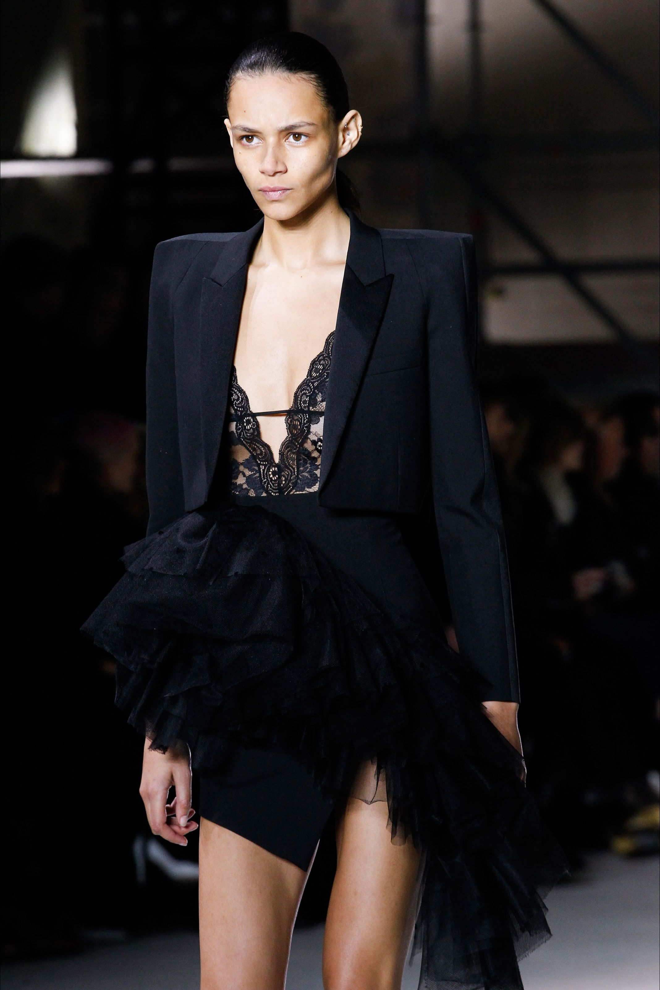 Sfilata Saint Laurent Parigi - Collezioni Autunno Inverno 2017-18 -  Dettagli - Vogue 153a0300b00