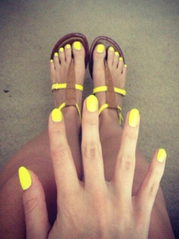 Neon Xrwmata Sta Nyxia Yellow Nails Toe Nails How To Do Nails