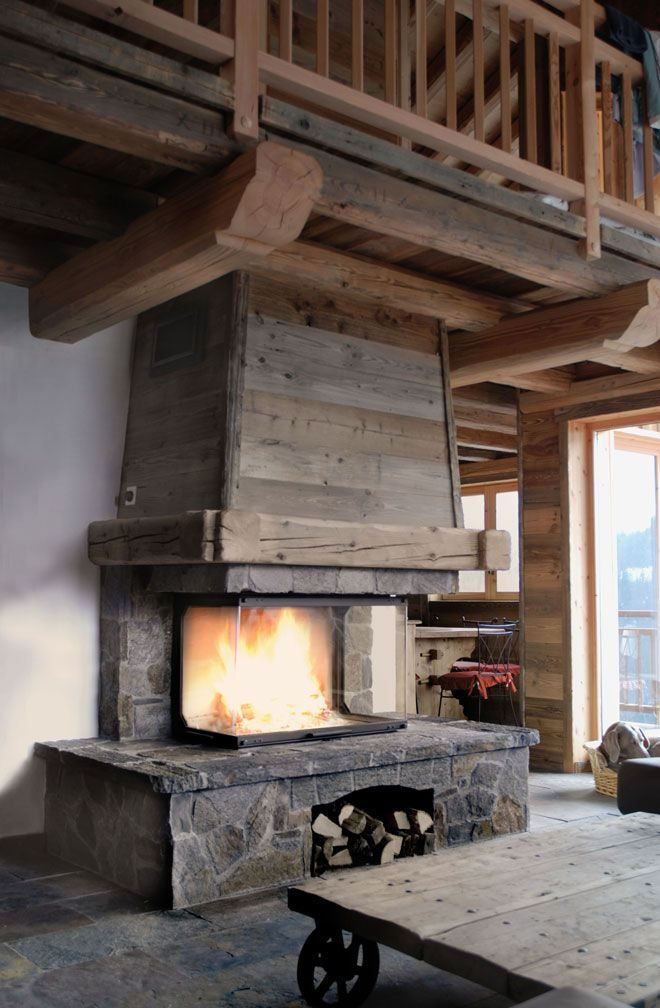 fireplace chalet chemin e chalet en pierre de taille et vieux bois foyer atra 900 3 faces. Black Bedroom Furniture Sets. Home Design Ideas