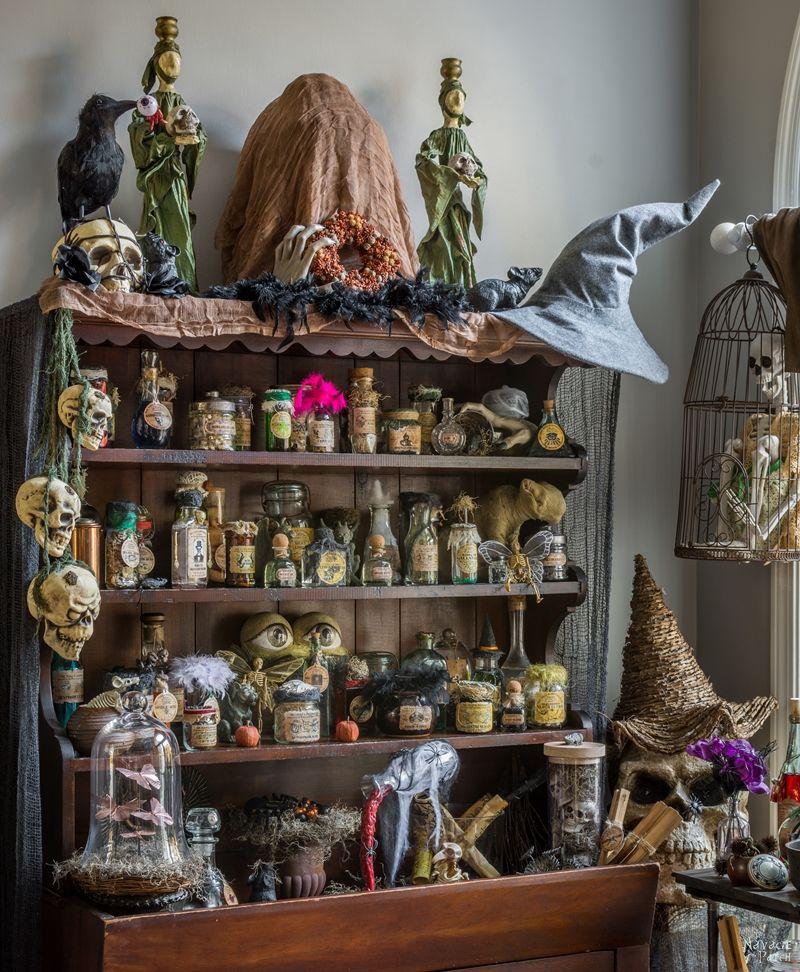 Halloween Apothecary Jars & FREE Printable Labels (met