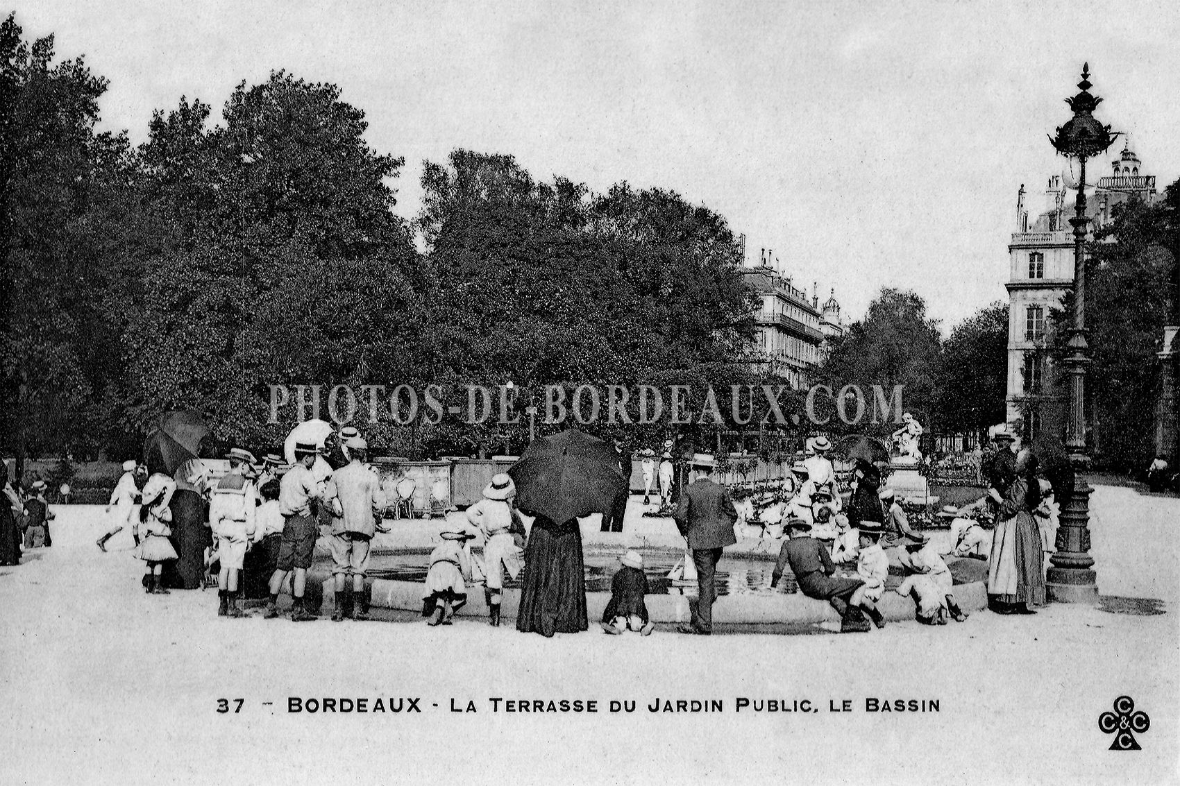 La Terrasse Du Jardin La Terrasse Du Jardin Public Le Bassin Poster 30x20cm