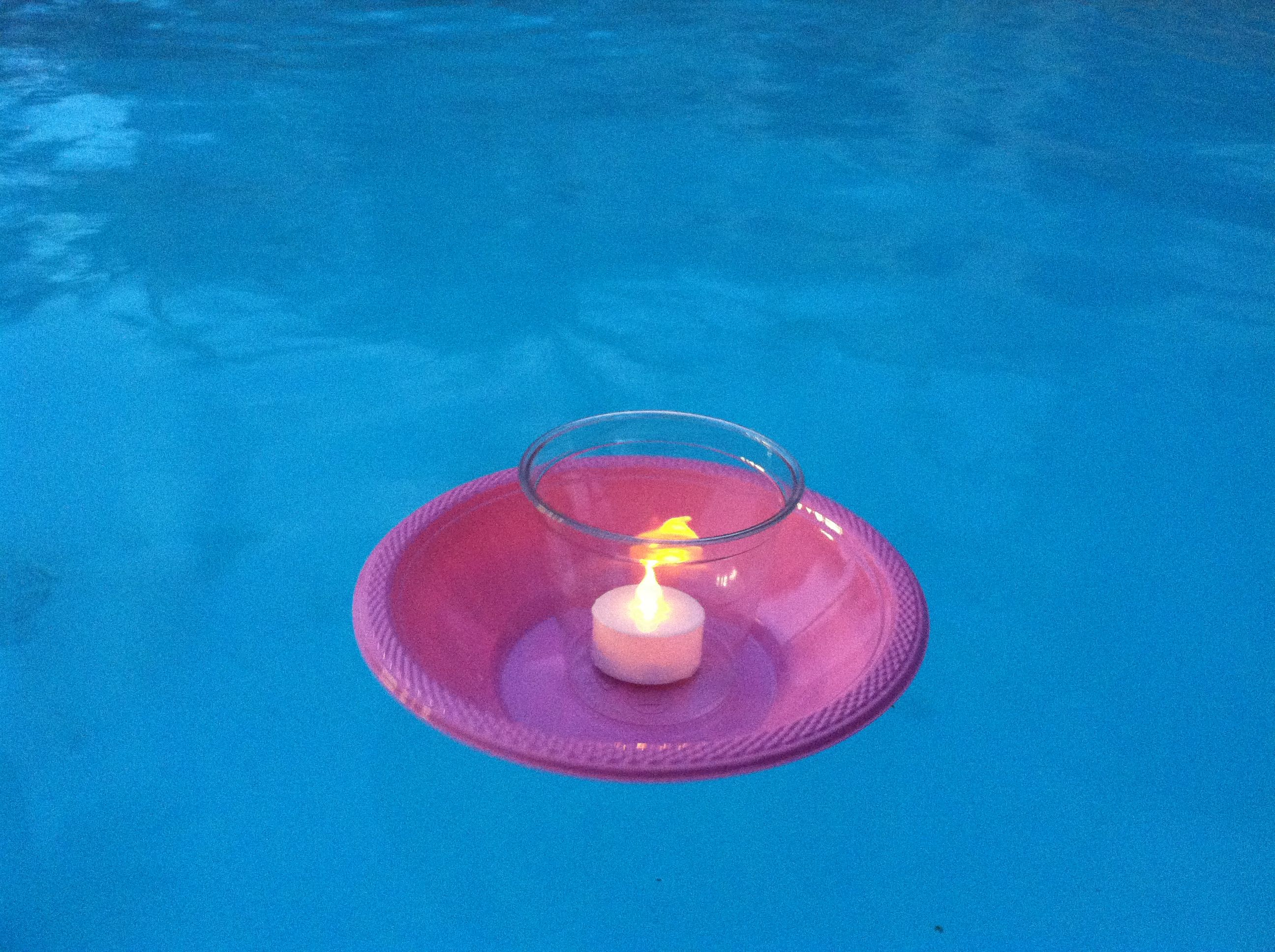 Carina 39 s floating candle idea battery operated candles won 39 t blow out in the wind plastic for Floating candles swimming pool wedding