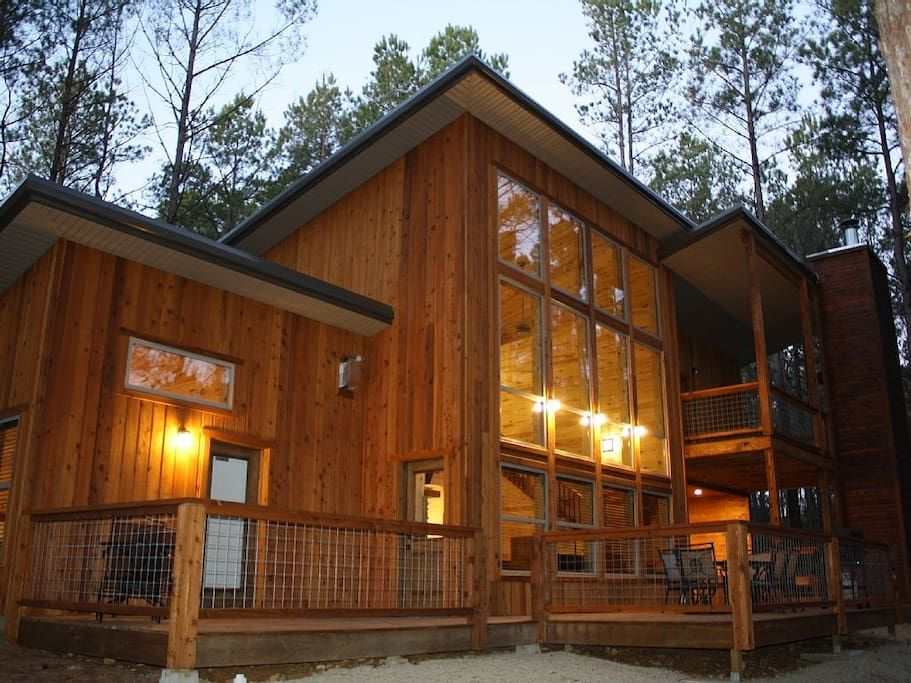 Cabin In Broken Bow United States The Driftwood Was Designed With An Emphasis On Bringing Guests Close To Nature While Provid Luxury Cabin Cabin Rustic Cabin