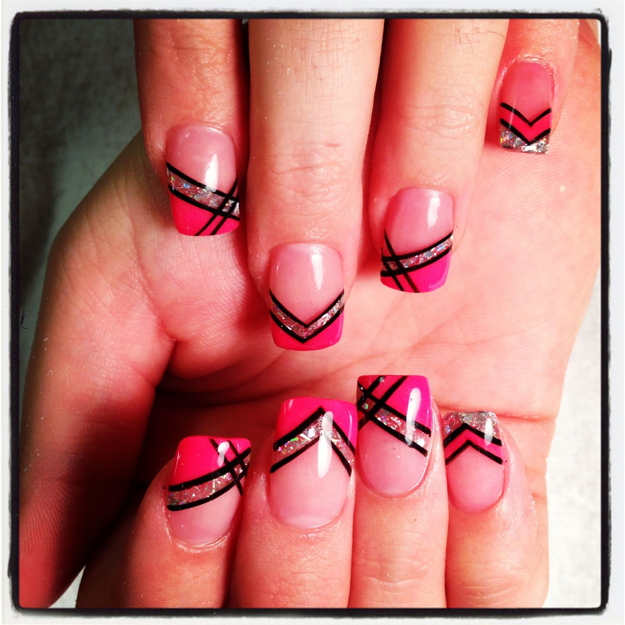 Cute geometric French nails | Nägel | Pinterest | Nagelschere