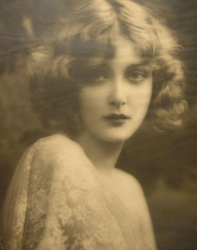 "carolathhabsburg ""MaryNolan"" American film actress 18 december 1902 / 31 Octobre 1948"