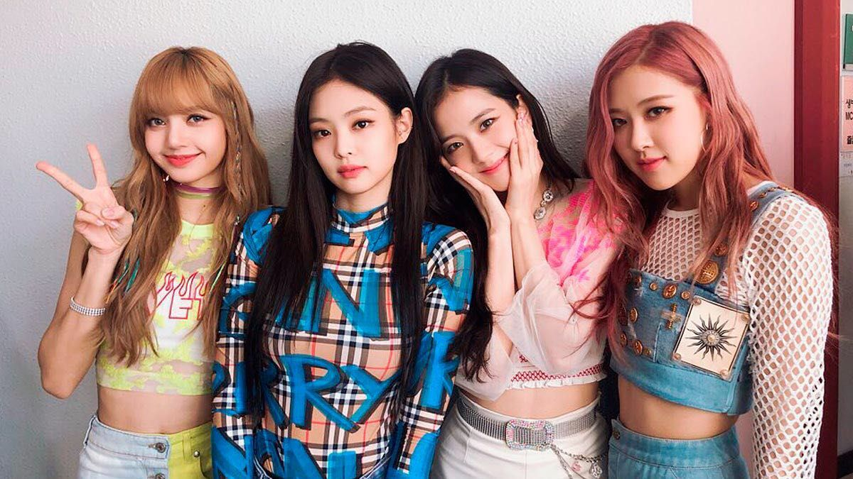 Love and Bond (BLACKPINK x Reader) - 4 in 2019 | BP OUTFITS
