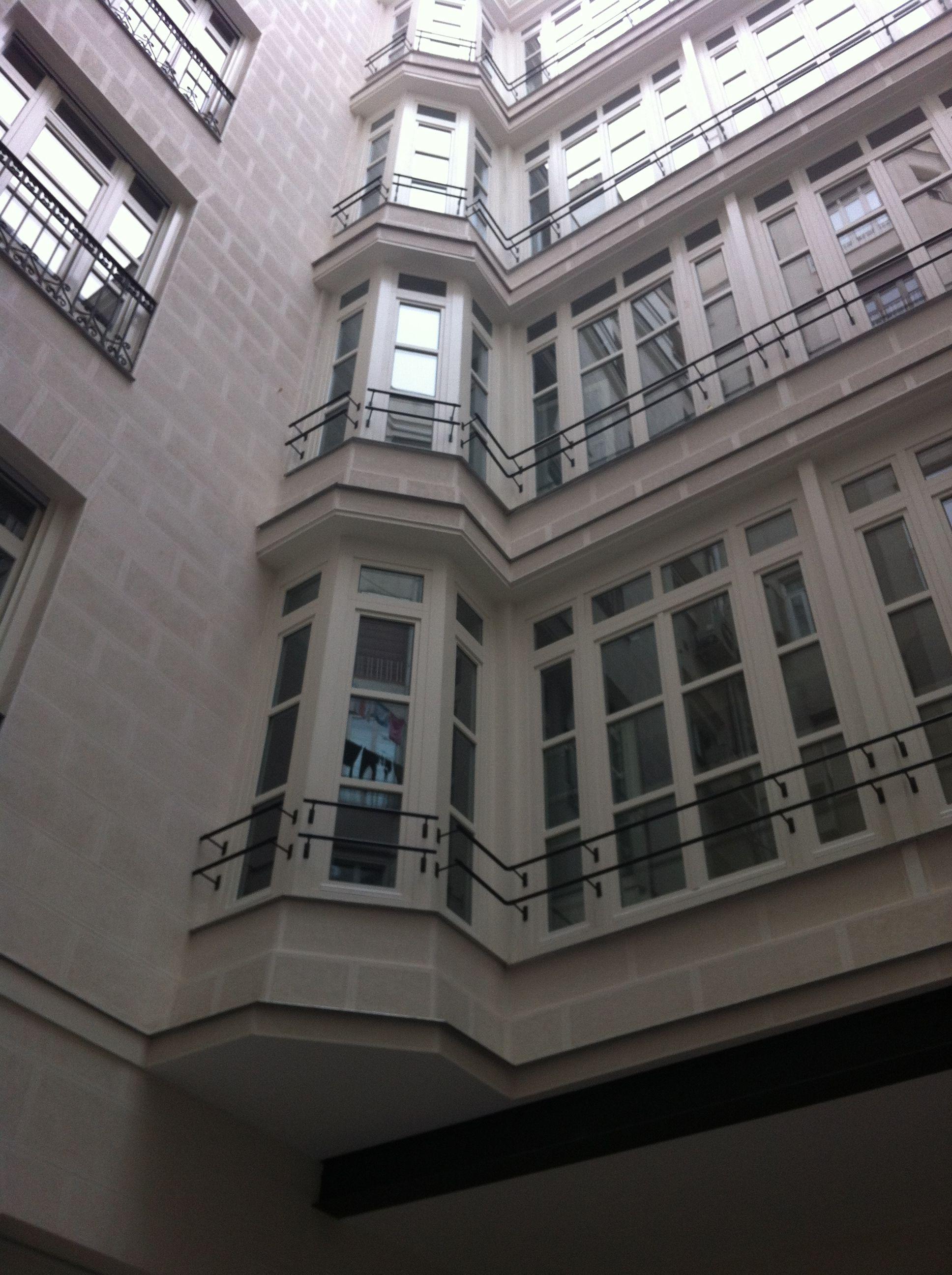 Rehabilitación en Madrid con ventanas de madera de CARINBISA ...