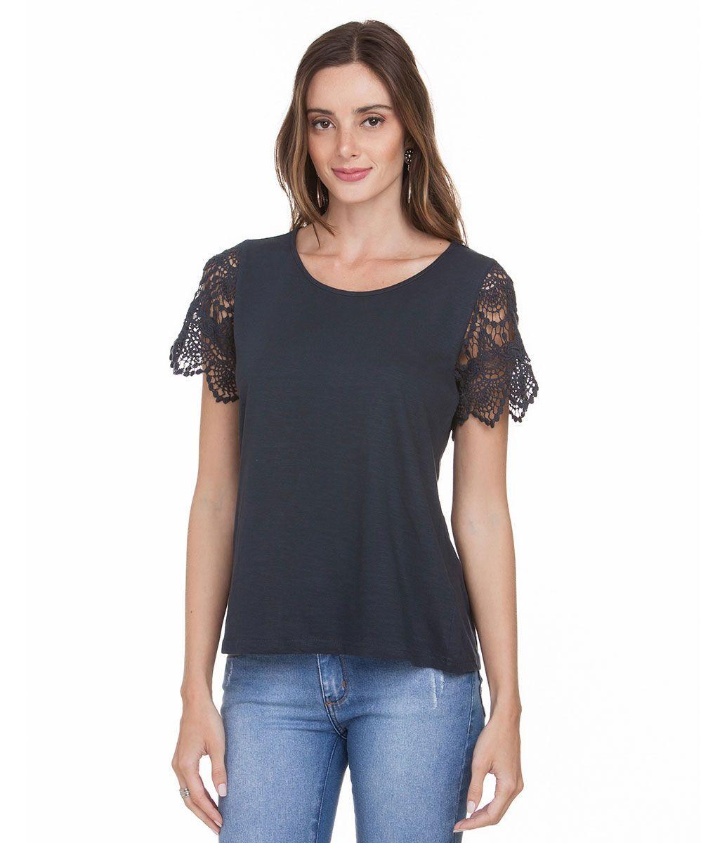Blusa feminina  Manga curta em renda guipir  Decote redondo  Marca: Marfinno  Tecido: Malha  Composição: 100% algodão.  Modelo veste tamanho: P    Veja outras opções de    blusas femininas.