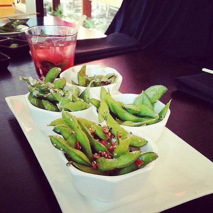 Specialty edamame is the biz. Have you tried ours? This is the sampler platter: Sesame bacon  Garlic and manchego cheese Smoked sea salt Soy truffle  #harneysushi #harney15 #fingerlickinggood #sustainability #edamame  Thanks @snacks0913 for the great shot! Re-post by Hold With Hope