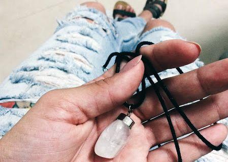 Josiane Franco- Colar de pedra.jpg