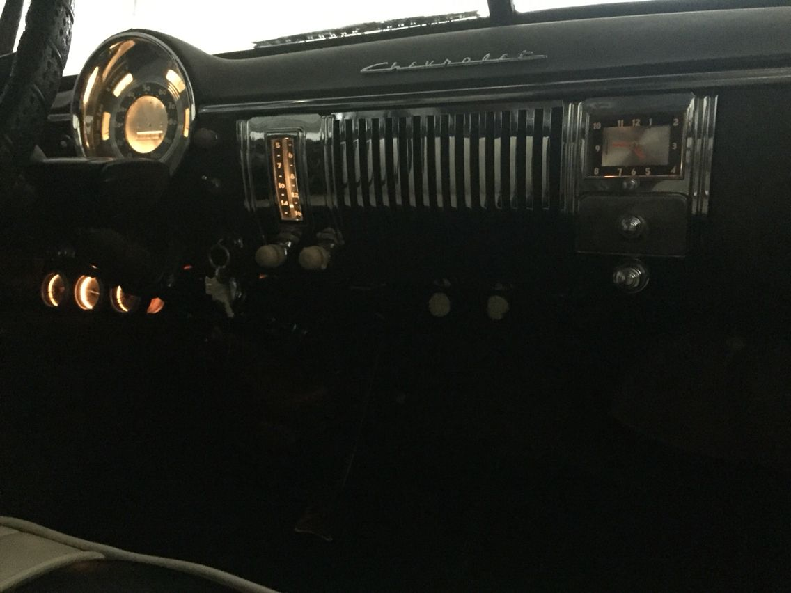 1949 chevy deluxe am radio conversion done by hector at hector s car audio fm am aux with bluetooth also installed working clock with light hector is the