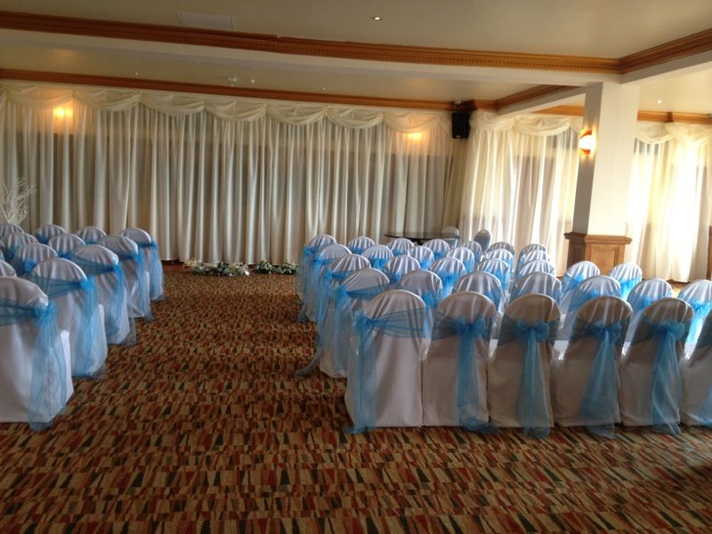 white linen covers with turquoise organza sash
