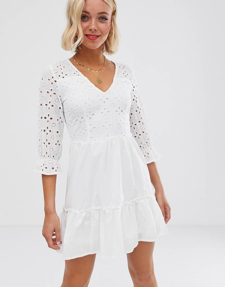 Parisian – Weißes Kleid mit Wickeldesign vorne und Lockstickerei