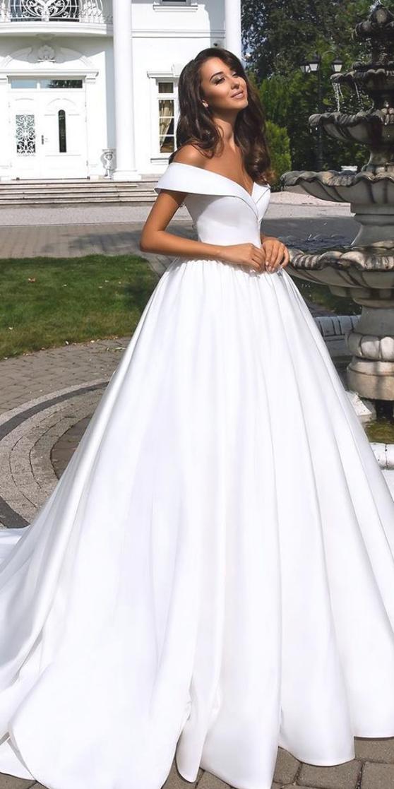 Totally Unique Fashion Forward Wedding Dresses Beautiful Wedding Dresses In 2020 Ball Gown Wedding Dress Wedding Dresses Simple Wedding Dresses