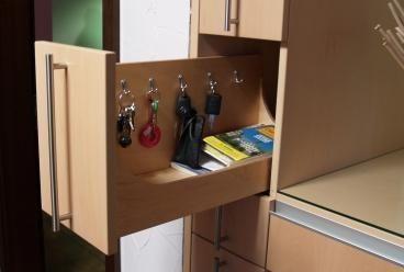 Farbwechselnde Garderobe mit Schlüsselschublade