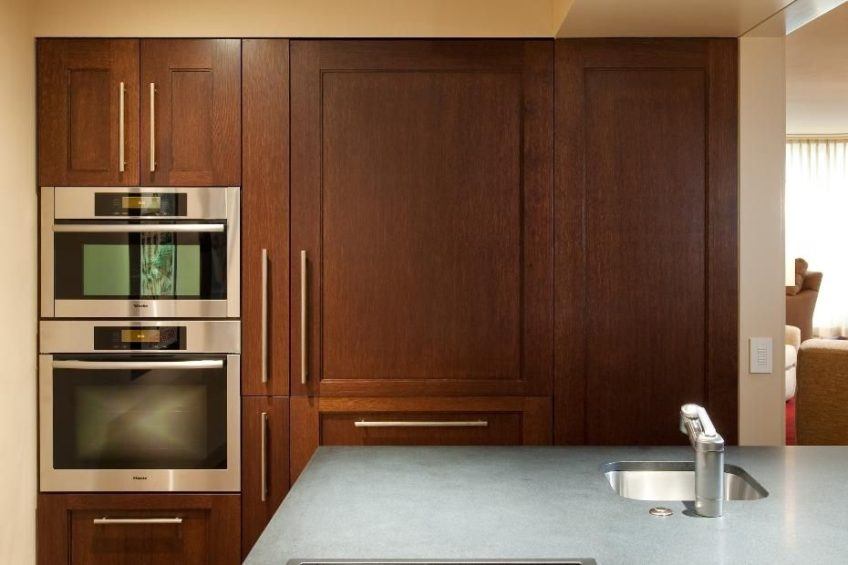 Sleek contemporary kitchen cabinets in dark wood for Sleek modern kitchen cabinets