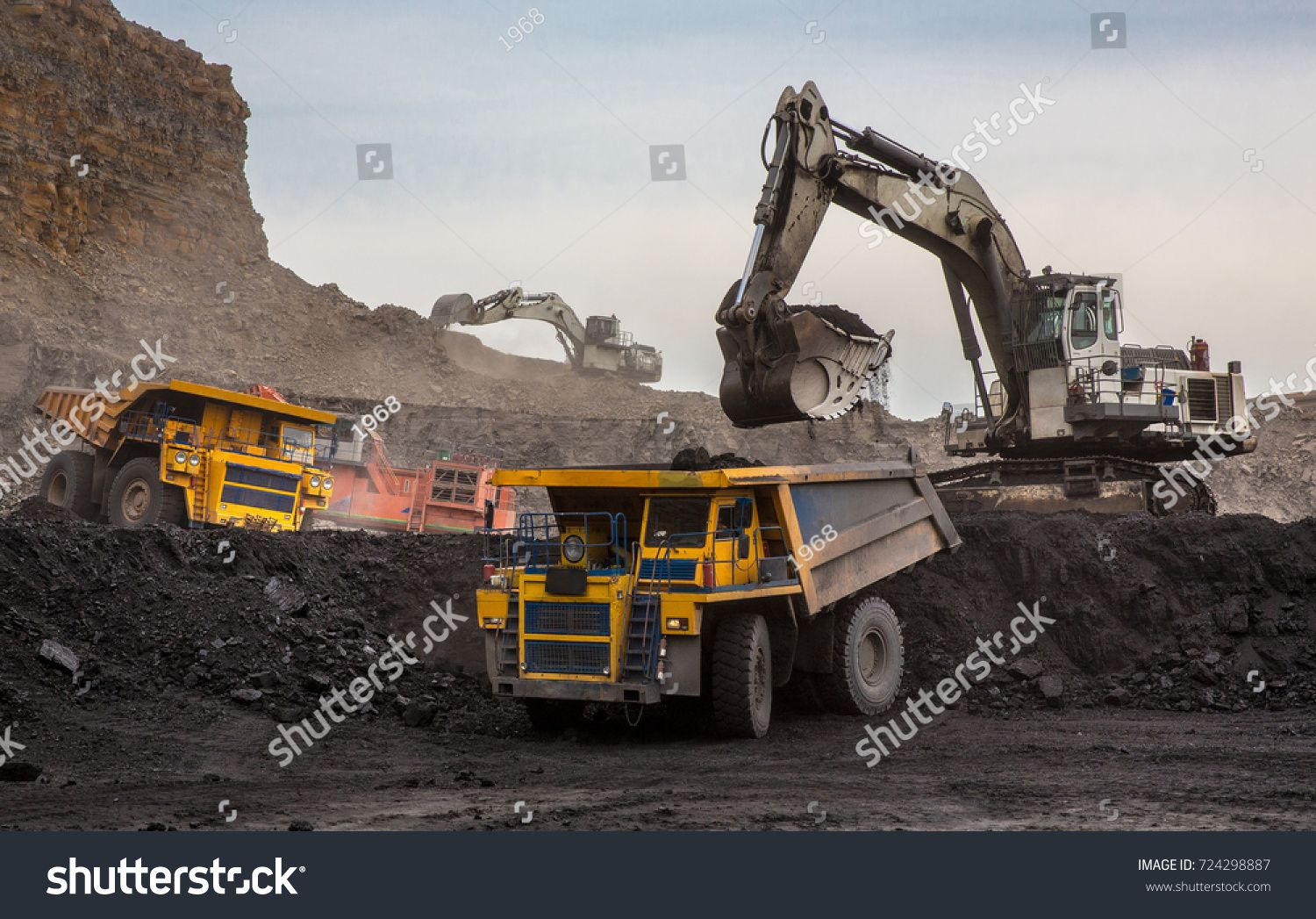 Loading of coal into truck excavator at work mining