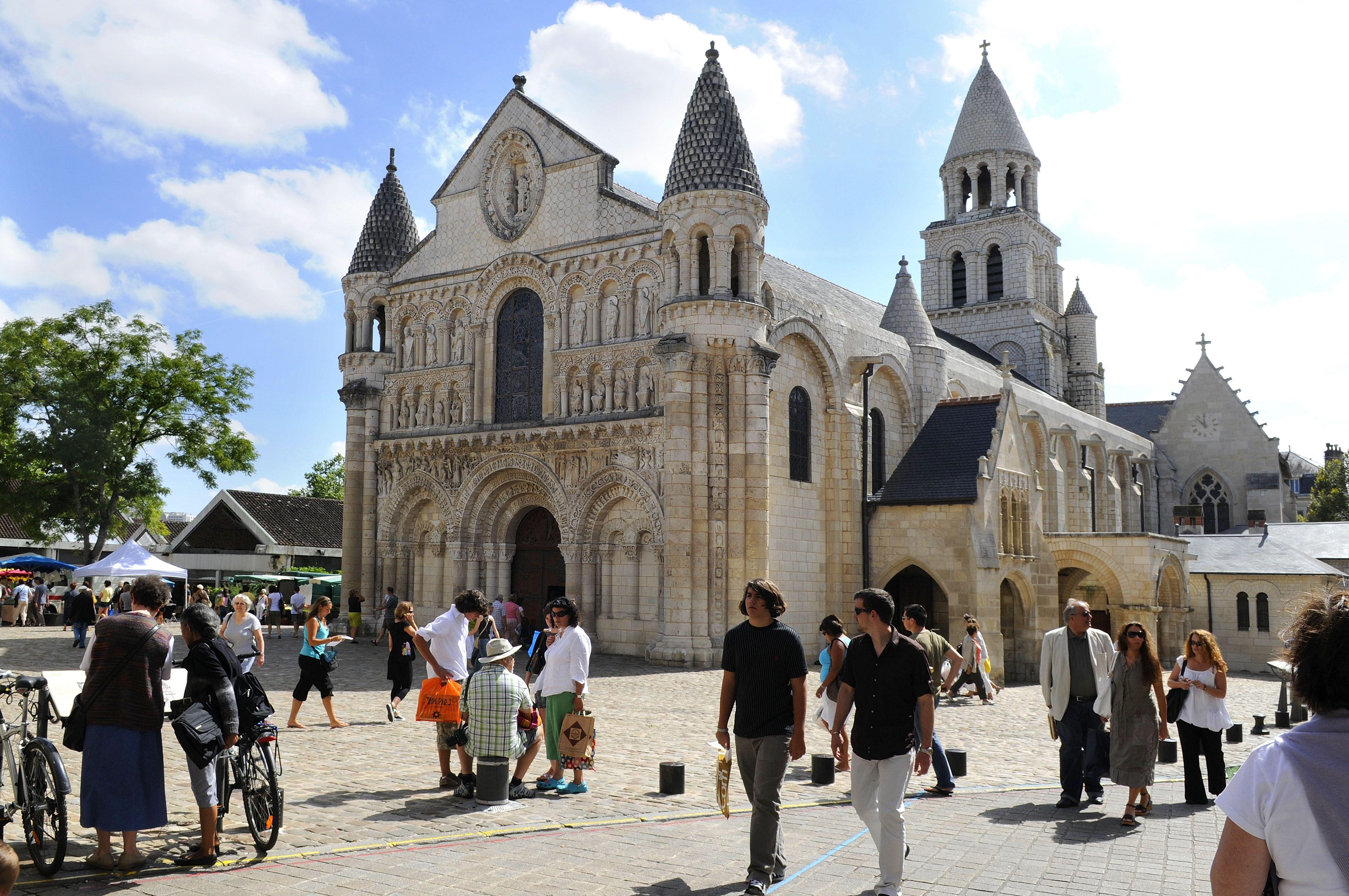 Poitiers,, 2000 anni di storia! #ViaggiFrancia #ViaggiCitta #CittaFrancia #Viaggi Poitiers
