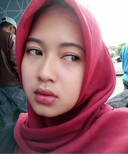 Gadis Berhijab Cantik Bergaya Ala Kekinian - Hijaber | Beauty hijab di 2019 | Wanita, Jilbab ...