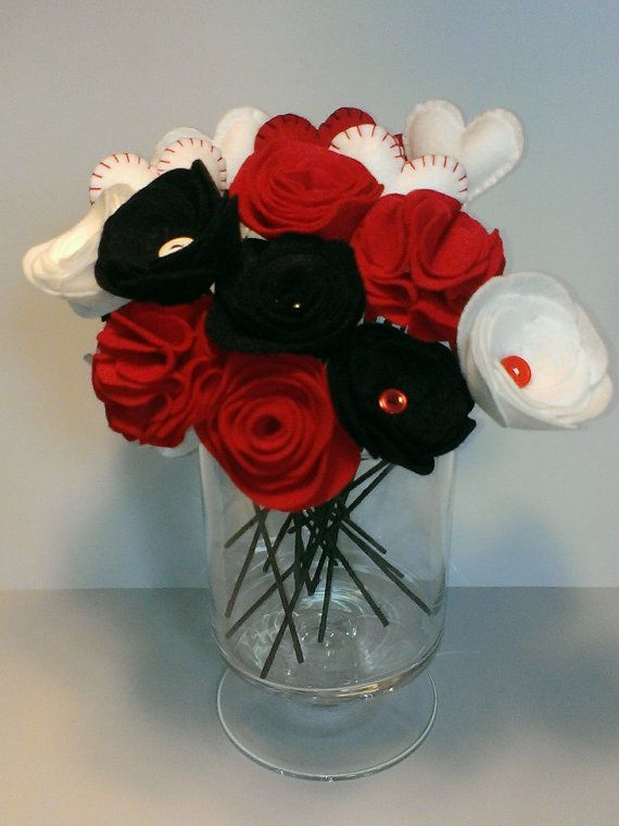 Included in these picture are hearts, roses, carnations and button tulips. You choose the colors you prefer. Flowers are hand cut from felt. The