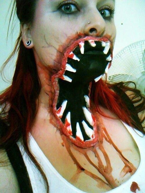AHHHH cool makeup!!!! Halloween Creepy @Crystal Chou Bumbalough - terrifying halloween costume ideas