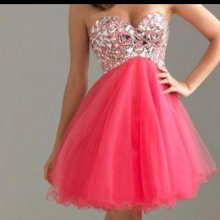 Would be such a sweet prom dress!