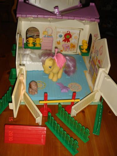 My little pony stable w/ lemon drop