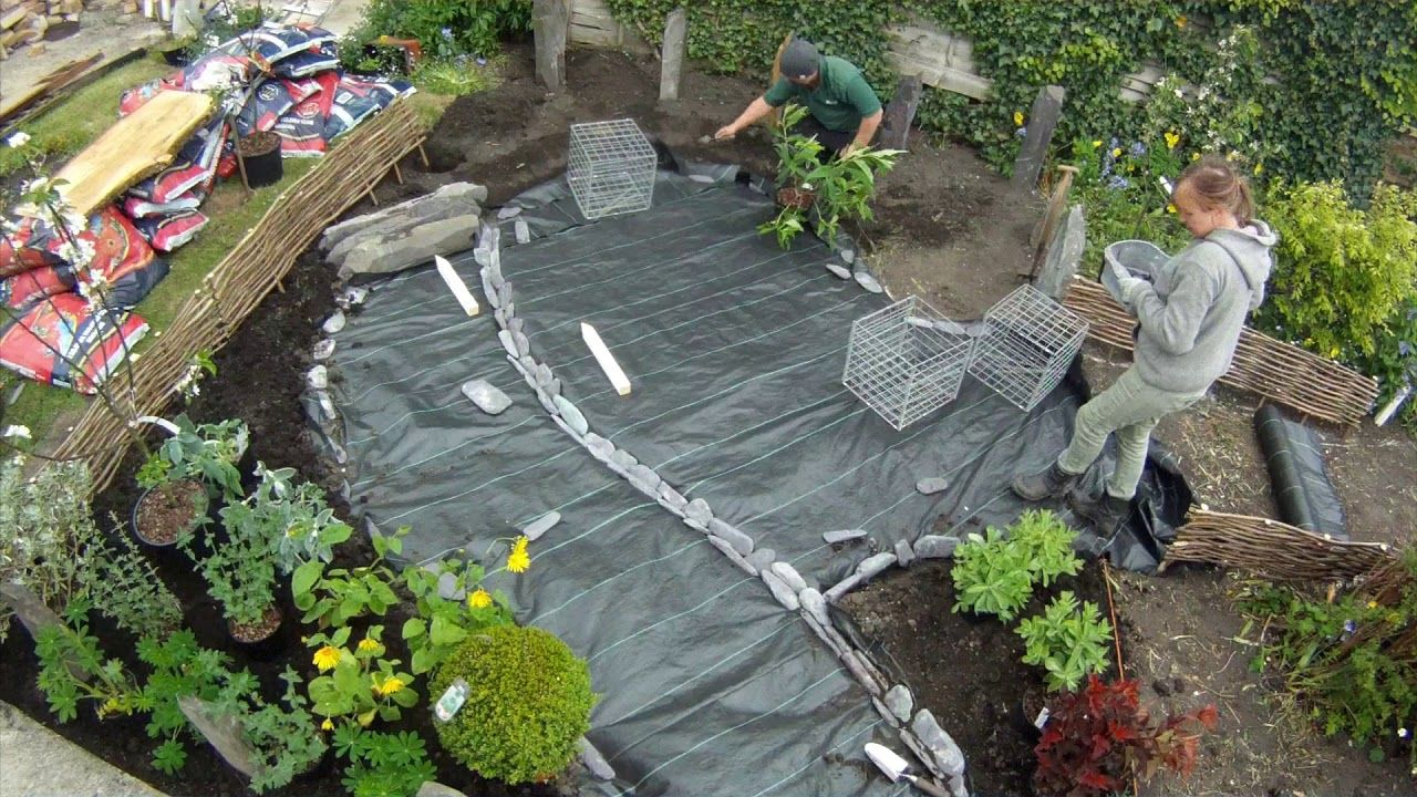 How To Lay Your Gravel - YouTube | Garden beds, Backyard ...