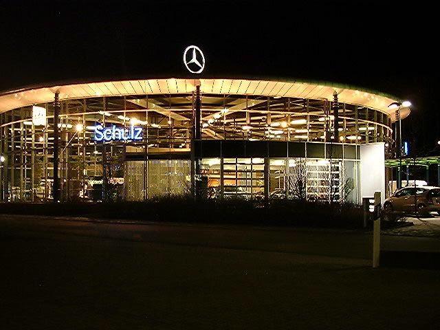 [ IMG] Showroom design, Showroom, Mercedes benz amg