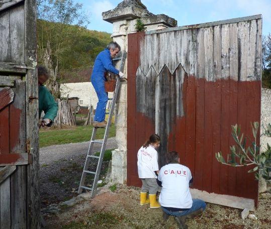 Porte abbaye avec une peinture à lu0027ocre Peinture à lu0027ocre Pinterest
