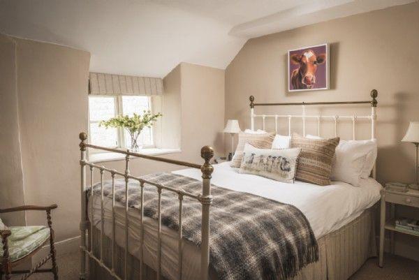 Guest Bedroom With Elegant Victorian Iron Bed Elegant