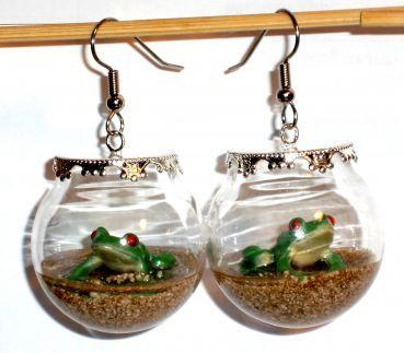 Ausgefallene Ohrringe Frosch in Glaskugel Edelstahl Ohrhaken Glas