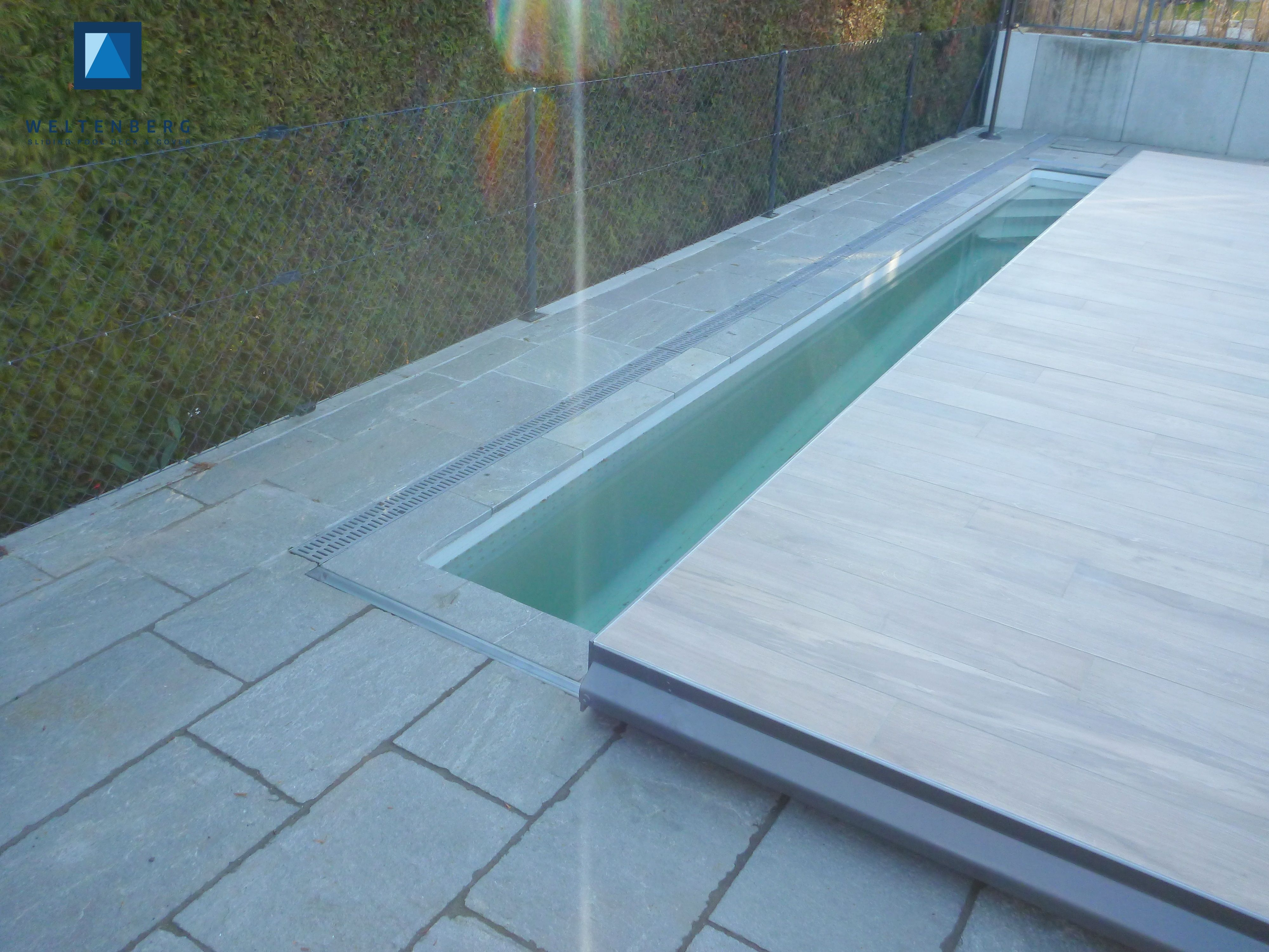 Sliding swimming pool cover and terrace, moveable pooldeck