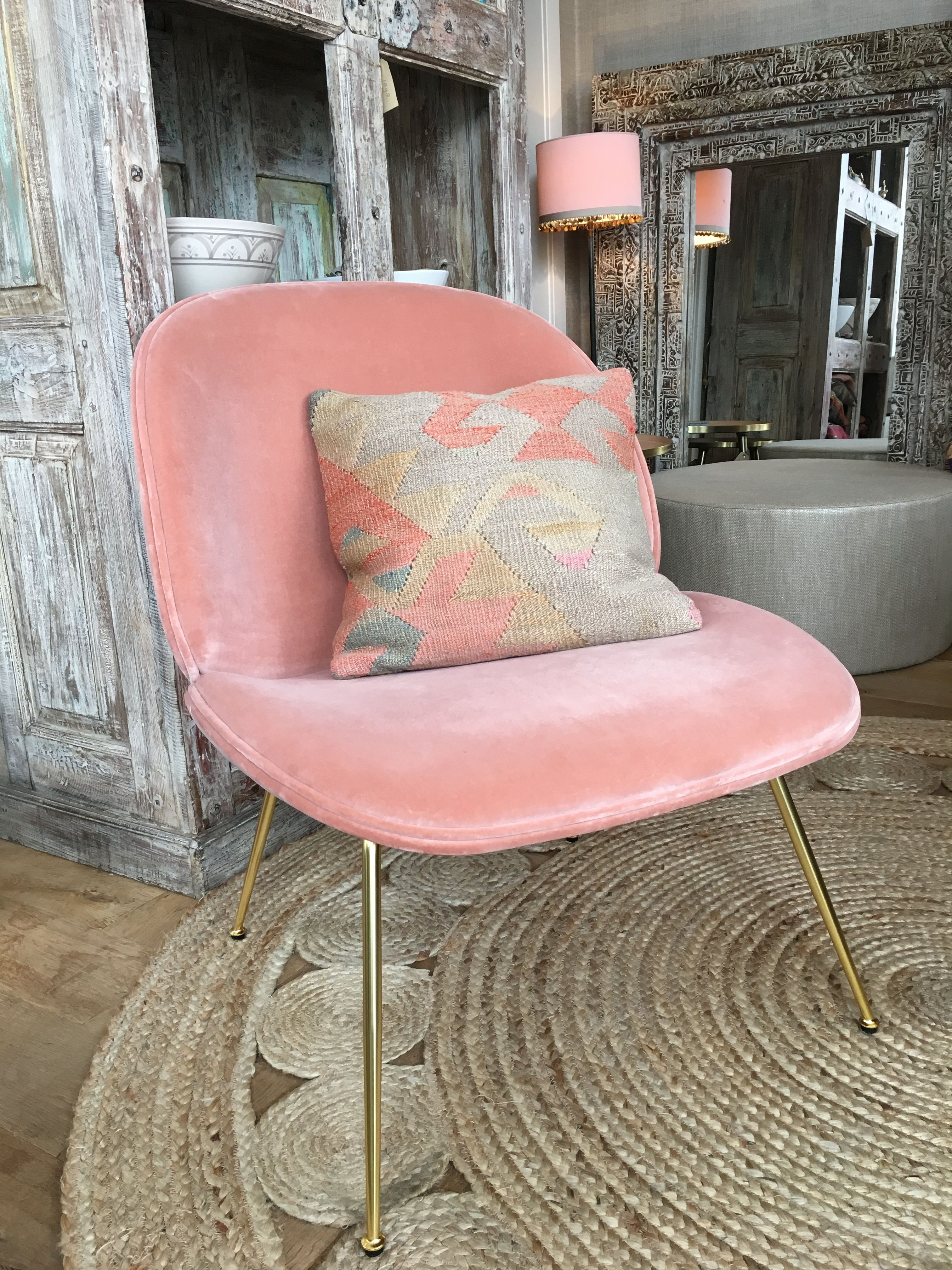 Lounge Sessel Pink Gubi Beetle Lounge Chair In Pink Velvet | Bistro