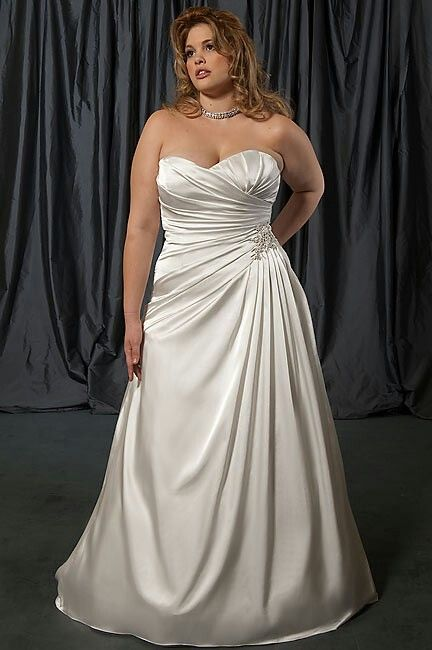 Plus size wedding dress, wedding gown for curvy woman. Flattering ...