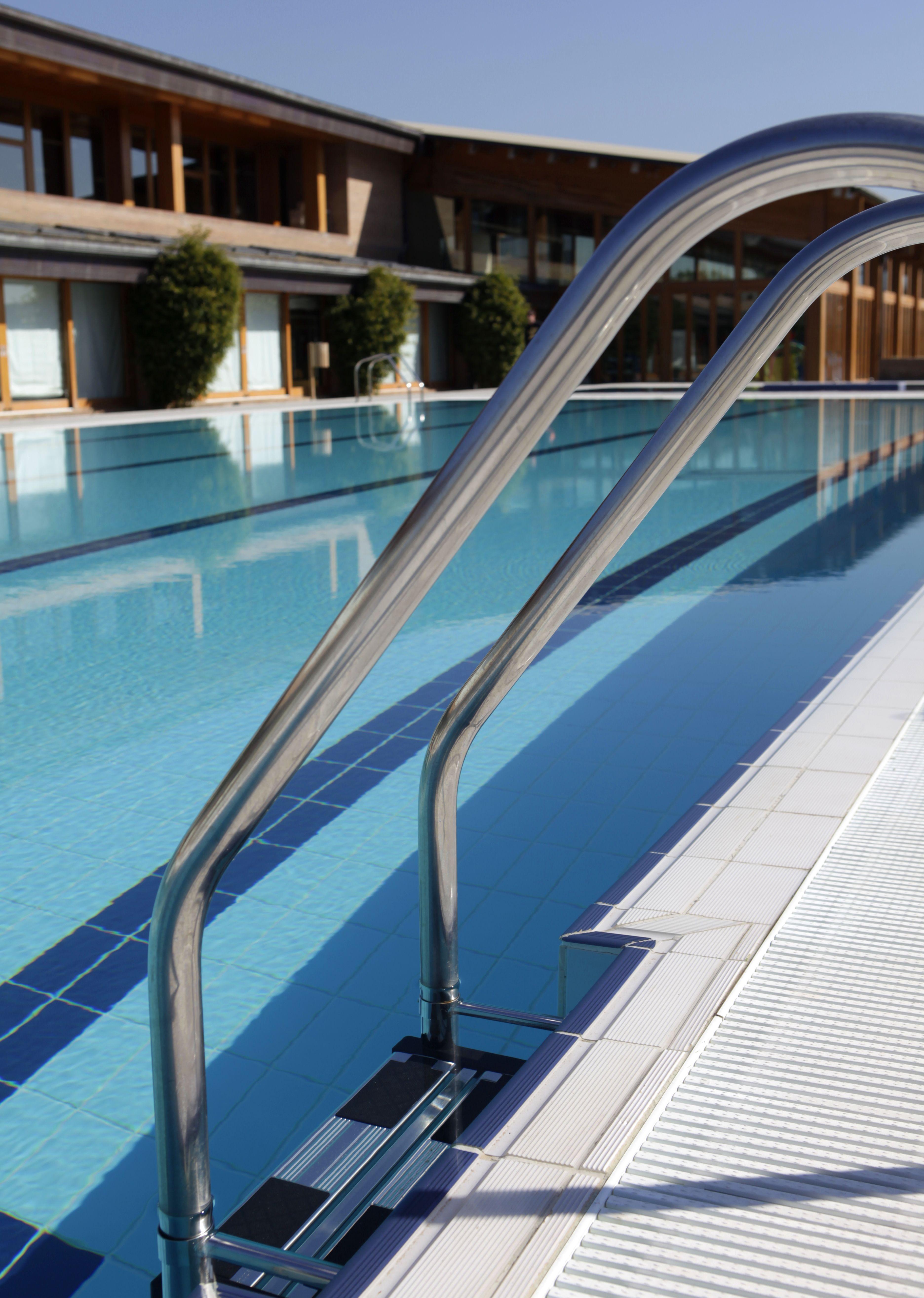 A partir del 5 de Abril, abrimos la piscina exterior de RSC La Finca - @RBKSportsClub