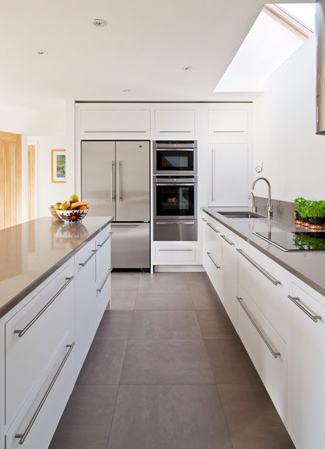 Good kitchen layout - lots of work surface and close ...