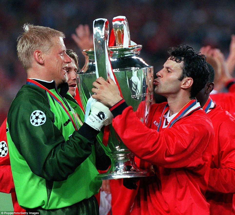 26th MAY 1999 UEFA Champions League Final Barcelona Spain Manchester United 2 V Bayern Munich 1 Uniteds Ryan Giggs Kisses The Trophy As