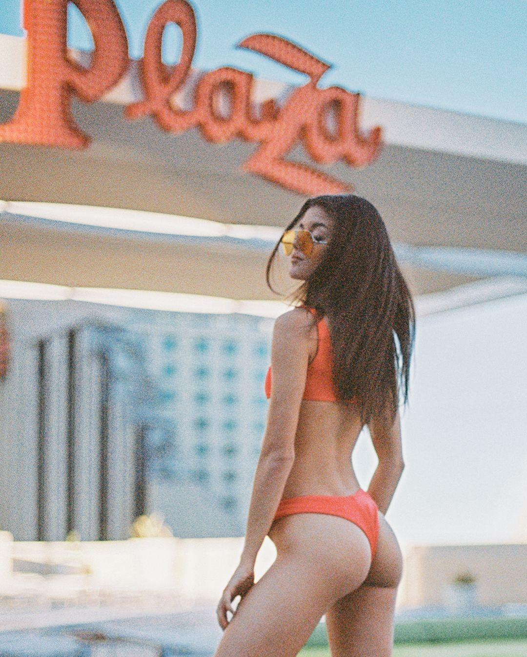 Sideboobs Cleavage Rachael Lange naked photo 2017