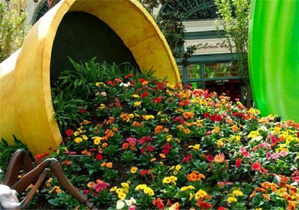 How To Make A Spilled Flower Pot Garden Idea Flower Pot Garden Flower Pots Outdoor Planting Flowers