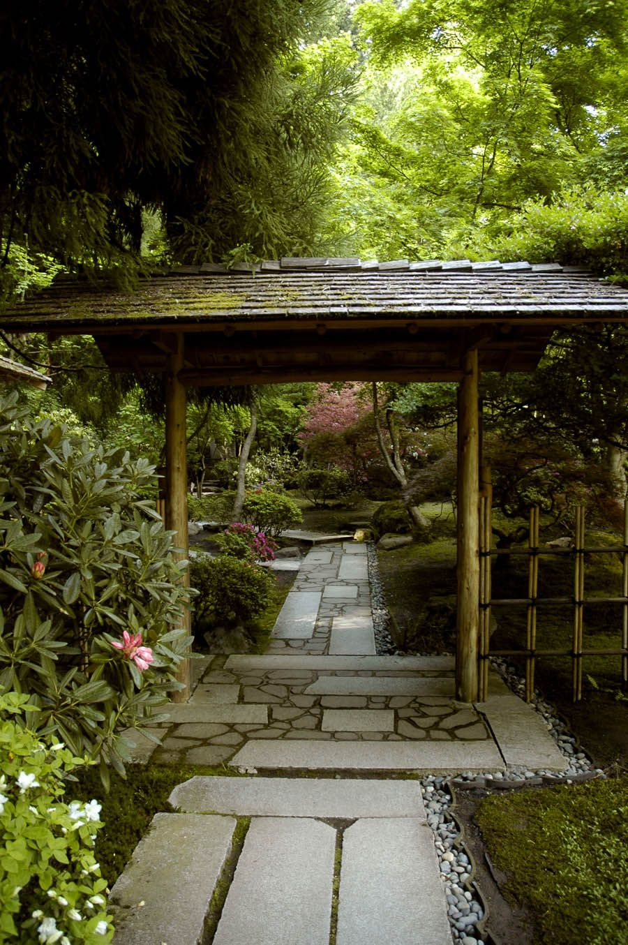 Stone pathway gate japanese garden portland oregon for Japanese garden stones