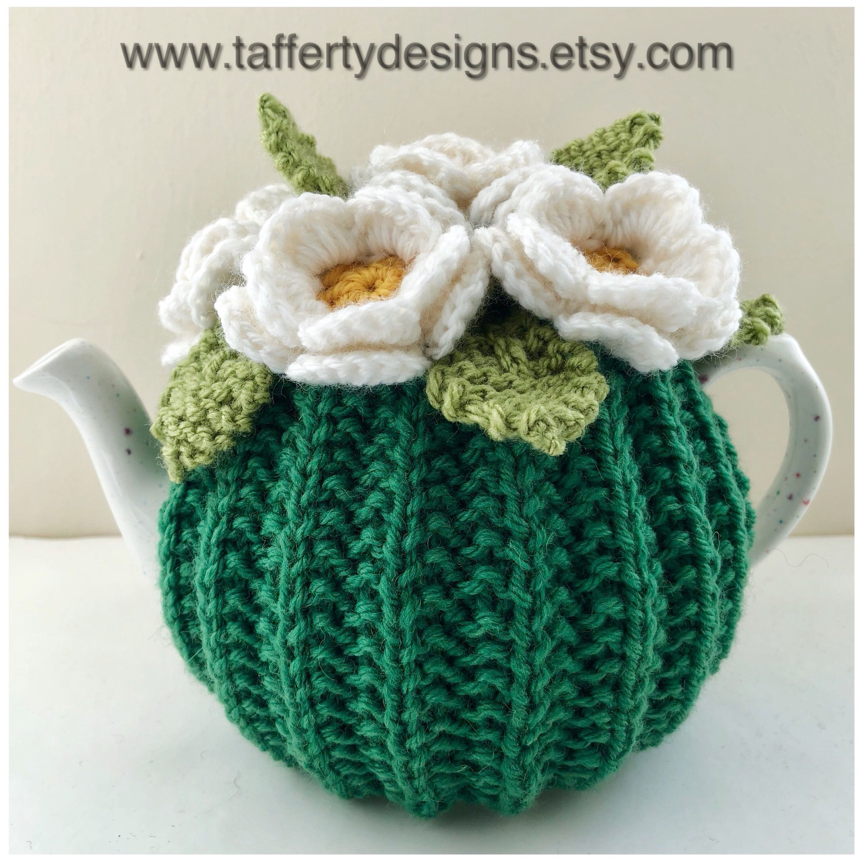 Hand-knitted Floral tea cosy in pure wool - Size Small ...