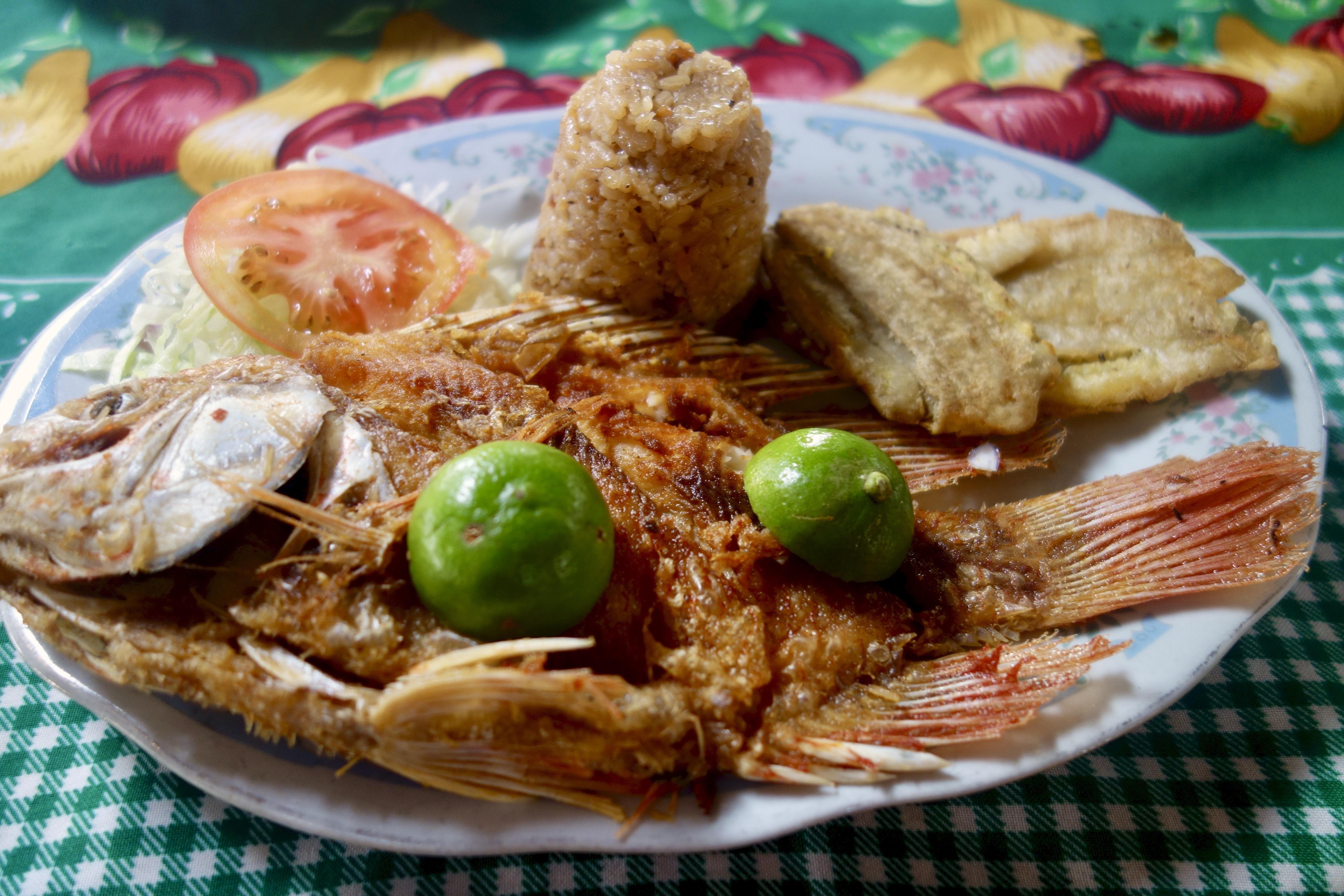 Pescado frito colombia x oc iftjohdu