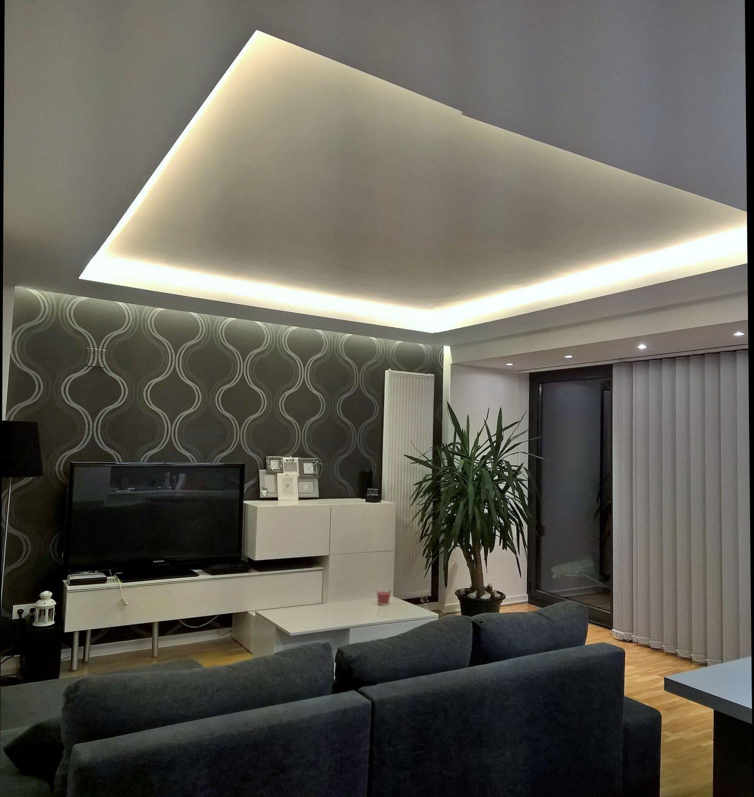 Sal n iluminado con foseados de pladur con tiras de leds y dicroicas led empotradas techo - Lamparas para salones ...