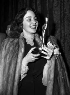 """1943 Jennifer Jones -Best actress- """"The Song of Bernadette"""""""