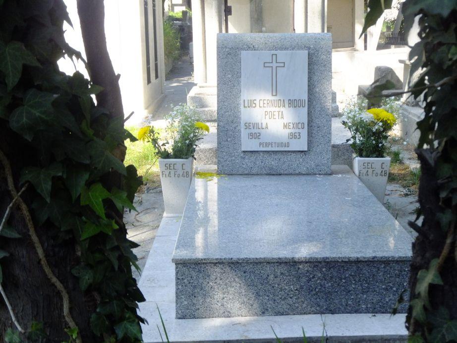 Tumba del escritor de la generaci n del 27 luis cernuda for Cementerio jardin